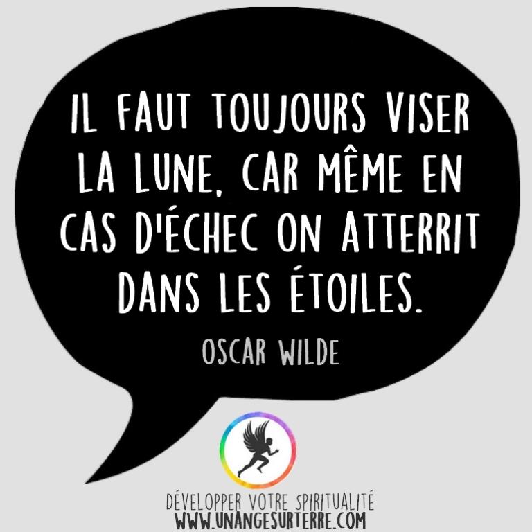 """Citation Spirituelle : """"Il faut toujours viser la lune, car même en cas d'échec on atterrit dans les étoiles"""". Oscar Wilde (un ange sur terre - unangesurterre.com)"""