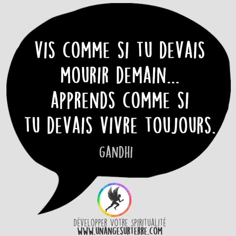 """Citation Spirituelle : """"Vis comme si tu devais mourir demain. Apprends comme si tu devais vivre toujours"""". Gandhi (un ange sur terre - unangesurterre.com)"""